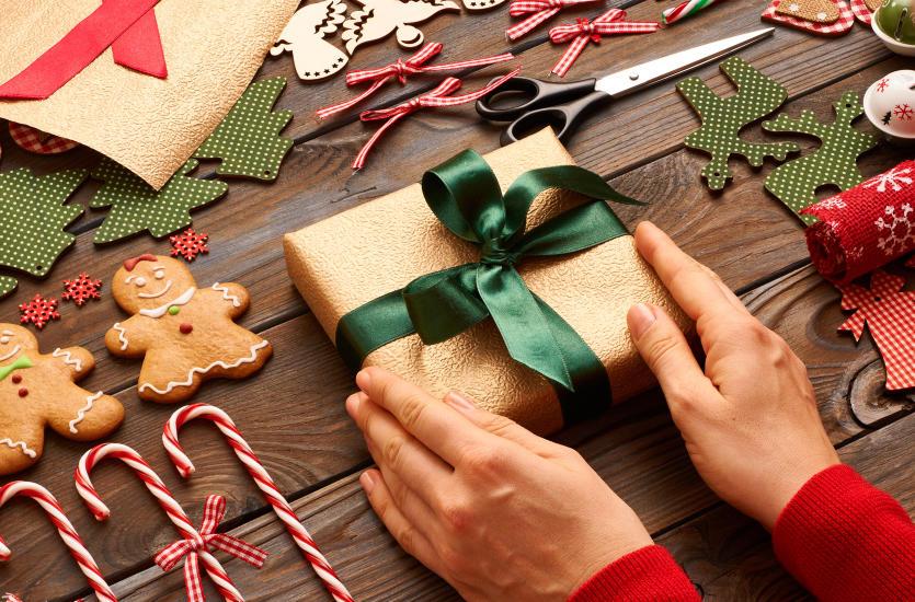 Как оригинально упаковать новогодние подарки?