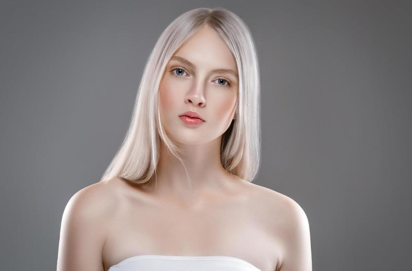 Koloryzacja platynowego blondu – dla kogo jest idealna?