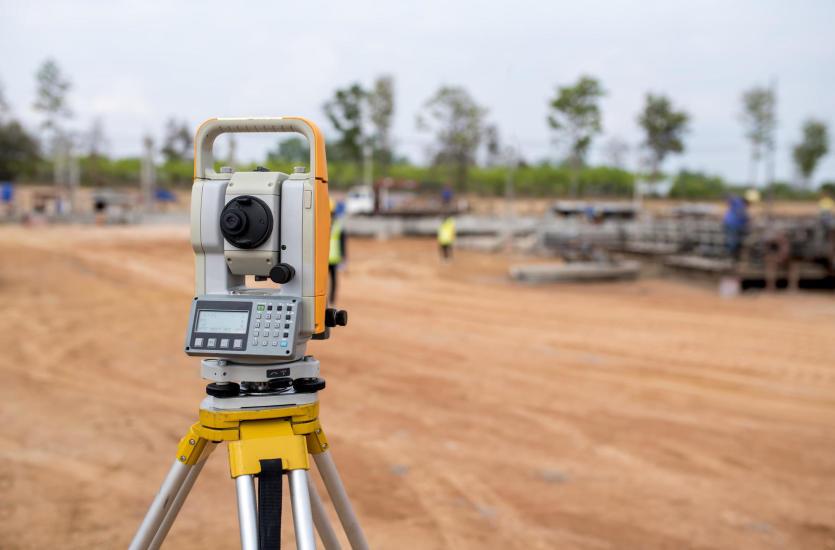 Czy pomoc geodety jest niezbędna przy budowie domu?