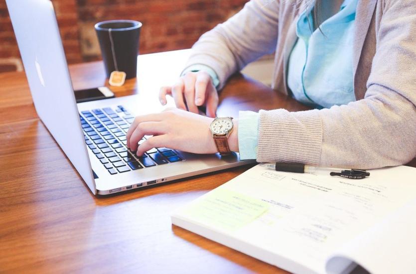 Чем отличаются ноутбуки Macbook и Microsoft Surface?