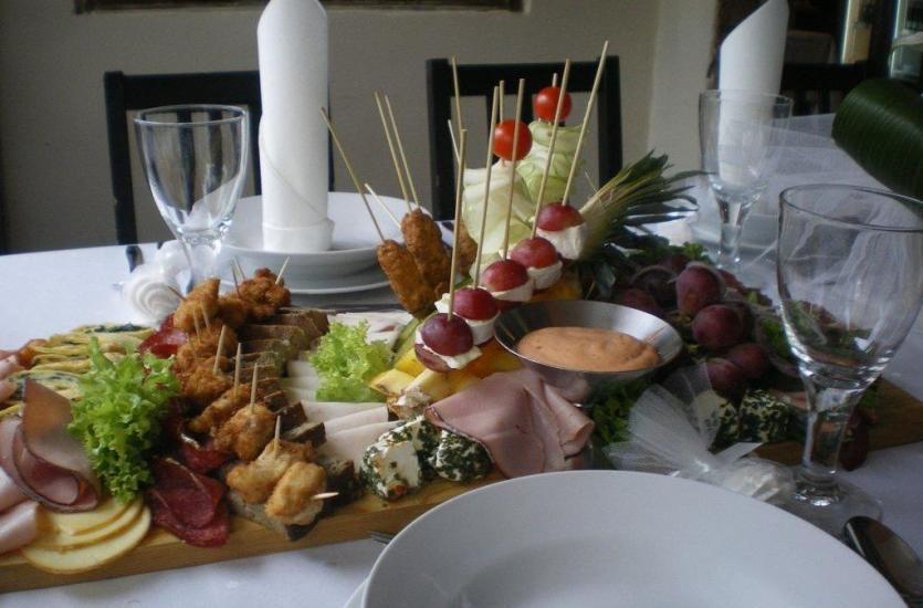Dania kuchni polskiej jako podstawa menu na imprezach okolicznościowych