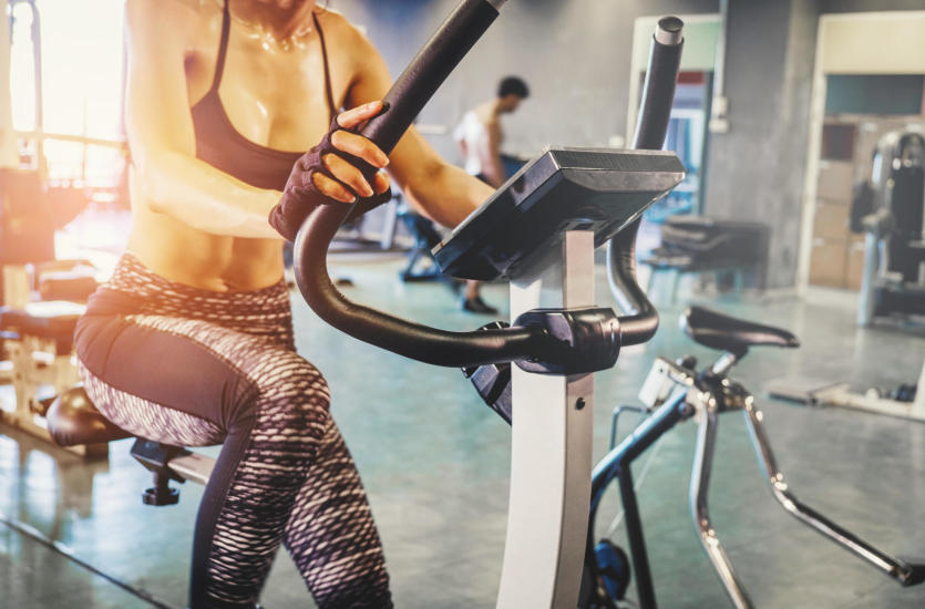 Ćwicz w domu i chudnij. Jaki rower stacjonarny wybrać?