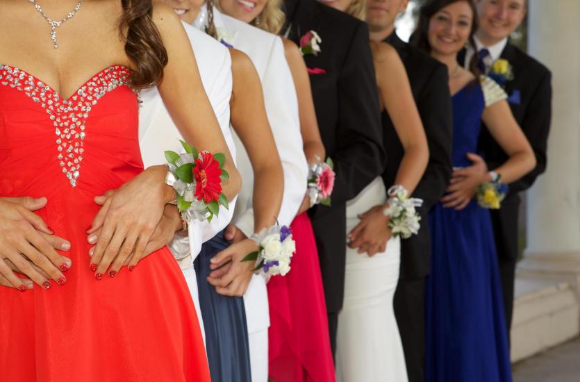 5 modnych sukienek na studniówkę