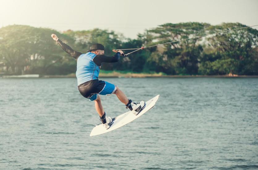 Jak wybrać deskę do wakeboardu?