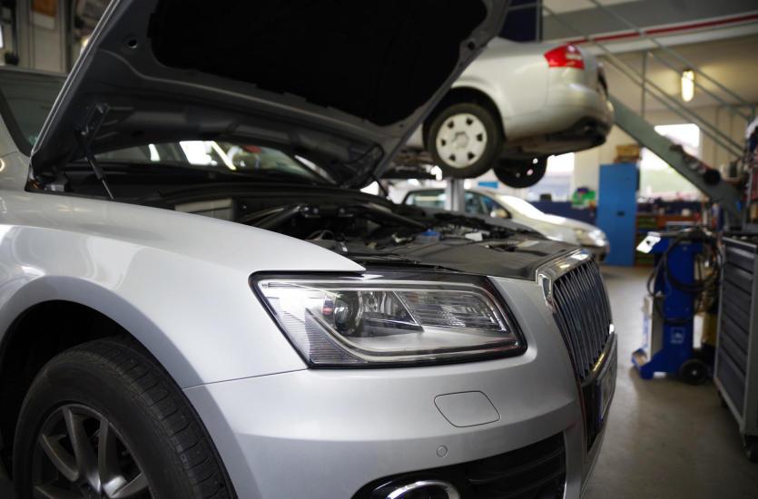 Dlaczego warto naprawiać auto w serwisie niezależnym?