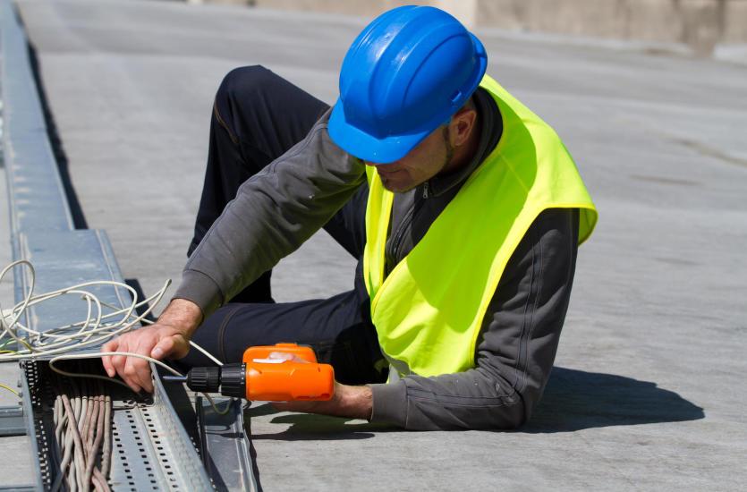 Jak odpowiednio poprowadzić instalację elektryczną?