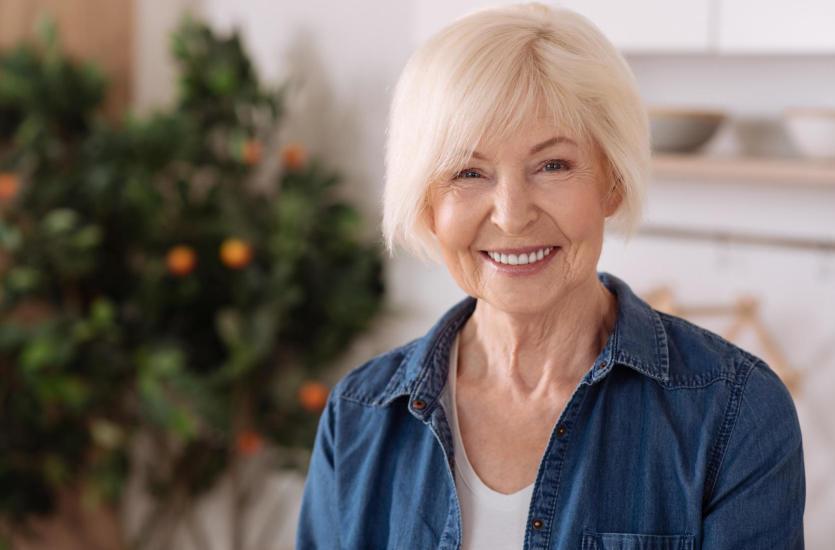 Jak zachować piękny uśmiech na emeryturze?