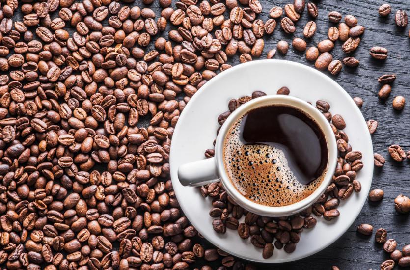 Kultura picia kawy w barach kawowych – rodzaje kaw