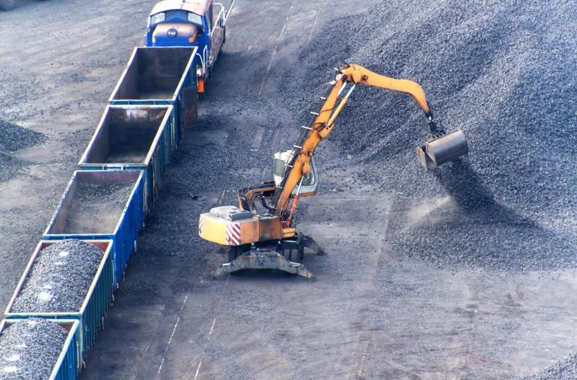 Transport materiałów sypkich w specjalistycznych silosach samochodów ciężarowych