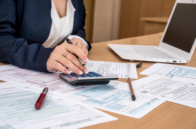 Biuro rachunkowe - jakie usługi świadczy i kiedy warto z nich skorzystać?