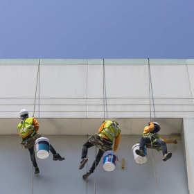 Prace wysokościowe – kiedy trzeba zatrudnić takich fachowców?