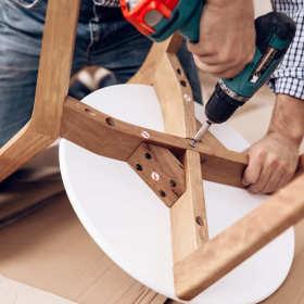 Usługi stolarskie – czy warto wybierać meble na zamówienie?