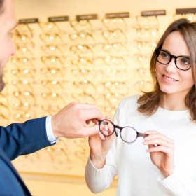 Markowe oprawki okularów – dlaczego je wybierać?