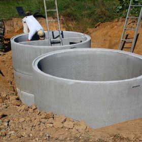 Przygotowywanie wykopu pod szambo betonowe