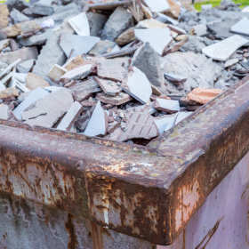Jak pozbyć się kłopotliwego gruzu i śmieci?