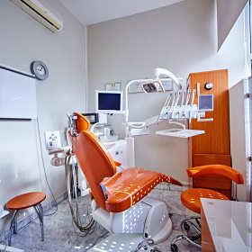 Poszczególne zabiegi realizowane w dobrych gabinetach stomatologicznych