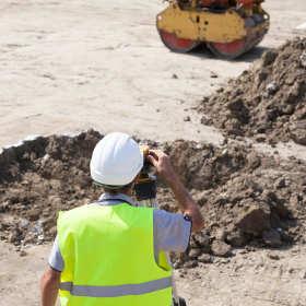 Jakie są obowiązki geodety podczas budowy domu?