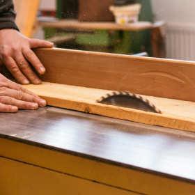 Co dokładnie produkuje się w zakładzie stolarskim?