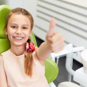 Jakie zabiegi wykonuje się w ramach stomatologii dziecięcej?