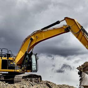 Sprawdzony dystrybutor ciężkich maszyn budowlanych – RENOX