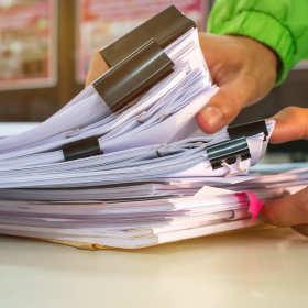 Jakie usługi realizowane są w zakresie prowadzenia ksiąg rachunkowych?