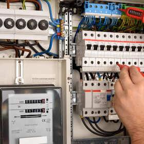 Jakie usługi są w stanie zrealizować wykwalifikowani elektrycy?