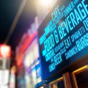 Reklama świetlna - promuj się w dzień i w nocy.
