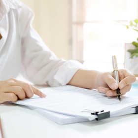 Czym zajmują się biura rachunkowe w ramach obsługi kadrowo-płacowej?