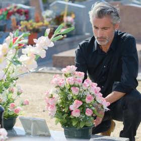 Jak poradzić sobie ze stratą bliskiej osoby?