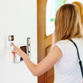 Systemy przewodowe czy bezprzewodowe - jak zabezpieczyć dom?