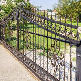 Ogrodzenia i bramy kute – czy to dobry wybór?
