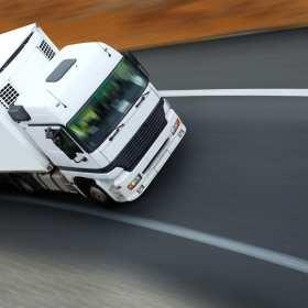 Kompleksowe usługi transportowe – co i jak przewożą specjaliści?