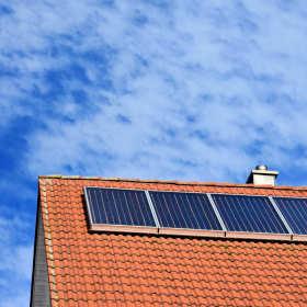 Systemy solarne do podgrzewania wody – czy to się opłaca?