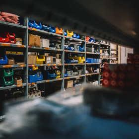 Jakie narzędzia można kupić w składach budowlanych?