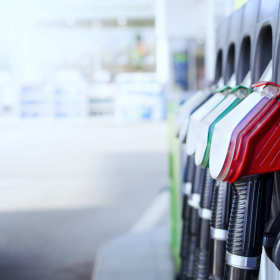 Najlepsze ceny paliw motoryzacyjnych – w poszukiwaniu taniej stacji benzynowej