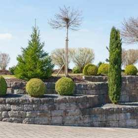 Kamień w domu i ogrodzie – jak wykorzystać ten materiał?