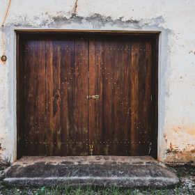 Jak odnowić drzwi drewniane?