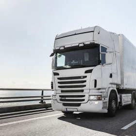 W jaki sposób firmy transportowe zabezpieczają przewożone towary?