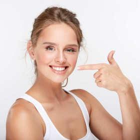 Wybielanie zębów – wszystko, co warto wiedzieć zanim umówisz się na zabieg