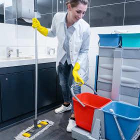 Kiedy warto skorzystać z usług profesjonalnej firmy sprzątającej?