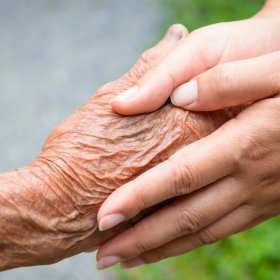 Zestarzeć się we własnym domu – całodobowa opieka dla seniorów