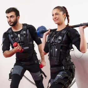 Przyśpieszone spalanie zbędnej tkanki tłuszczowej oraz rzeźbienie mięśni – na czym polegają innowacyjne treningi z udziałem elektrostymulacji?