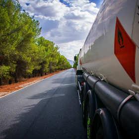 Transport substancji niebezpiecznych – o czym należy pamiętać?