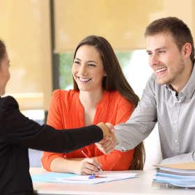 Jakie warunki trzeba spełniać, aby otrzymać kredyt na firmę i na co zwracać uwagę, żeby był korzystny?