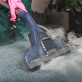 Jakie elementy wyposażenia wnętrz warto wyczyścić w myjni parowej?