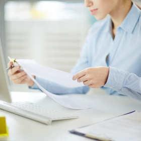 Umowa o pracę w Twojej firmie – jak prawidłowo prowadzić dokumentację pracowniczą?