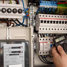 Sterowniki PLC w nowoczesnej automatyce przemysłowej