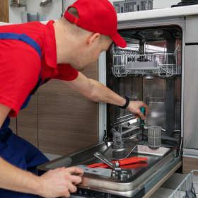 Co zrobić, gdy zmywarka wyłącza się podczas pracy?