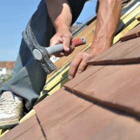 Naprawiamy stary dach – o czym trzeba pamiętać?