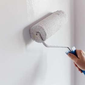 W jaki sposób można efektownie wykończyć ścianę w budynku?